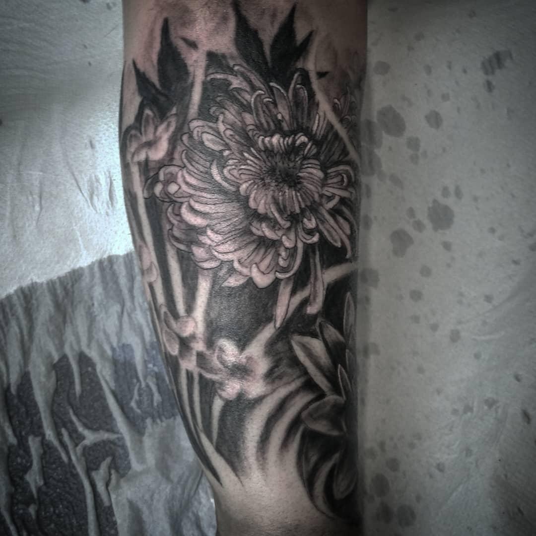 Tatuajes flores tattoo palencia crisantemo japonés