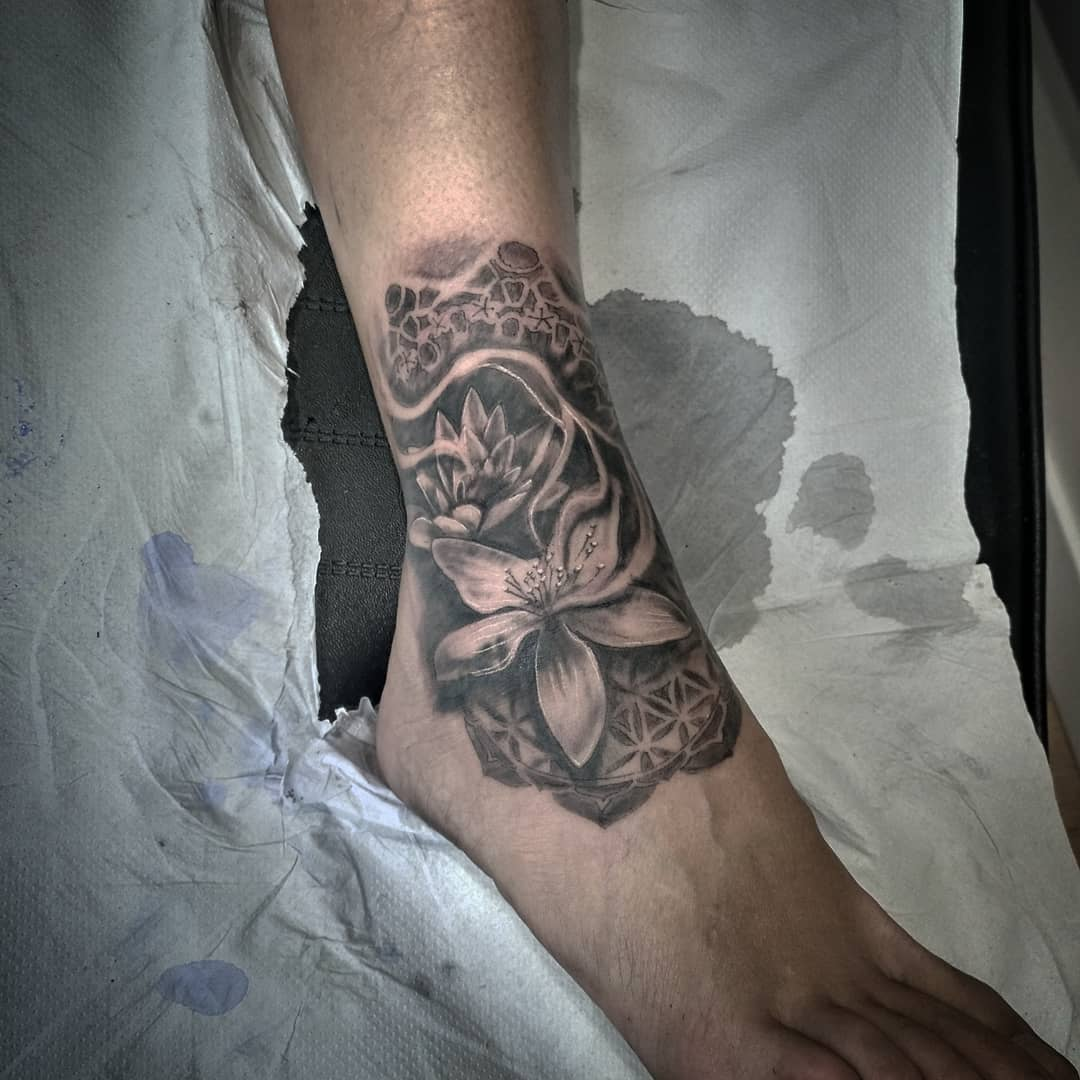 tatuajes palencia tatuaje flores realismo